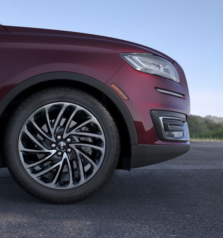 An available 20 inch premium wheel is shown on the 2020 Lincoln Nautilus Reserve model