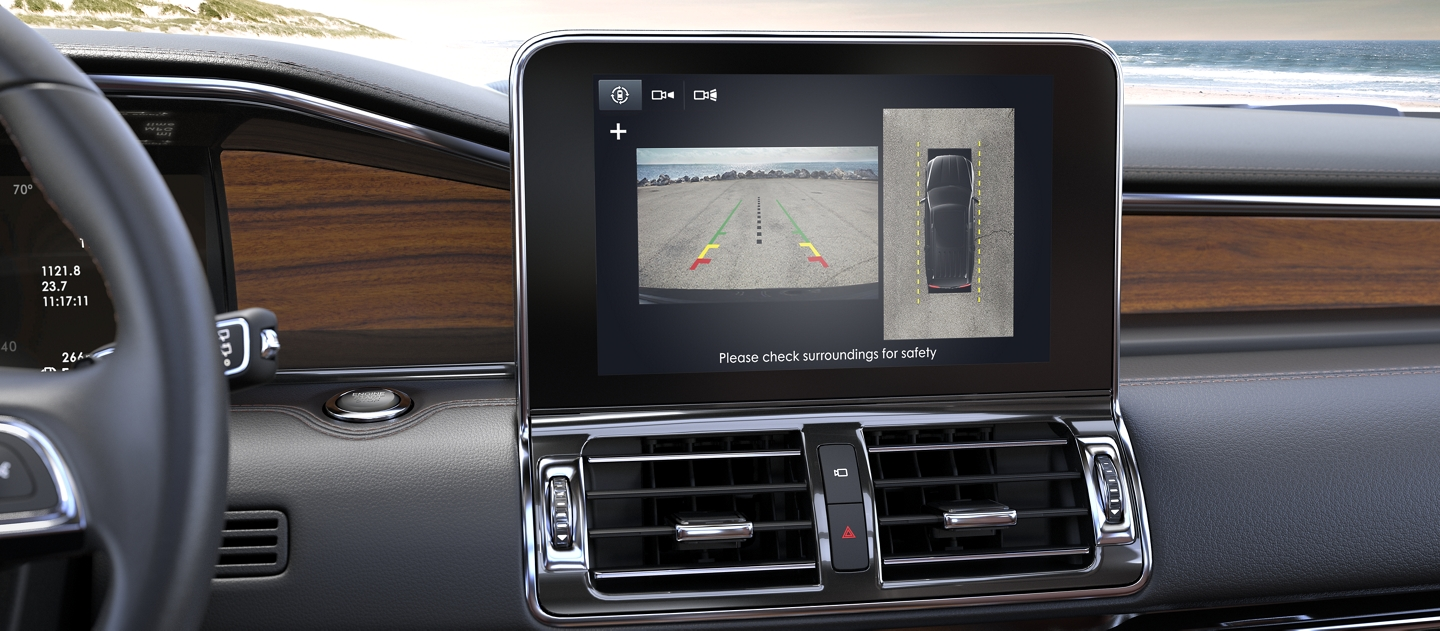 The center screen in the Lincoln Navigator demonstrates the available 360 degree cameras capabilities