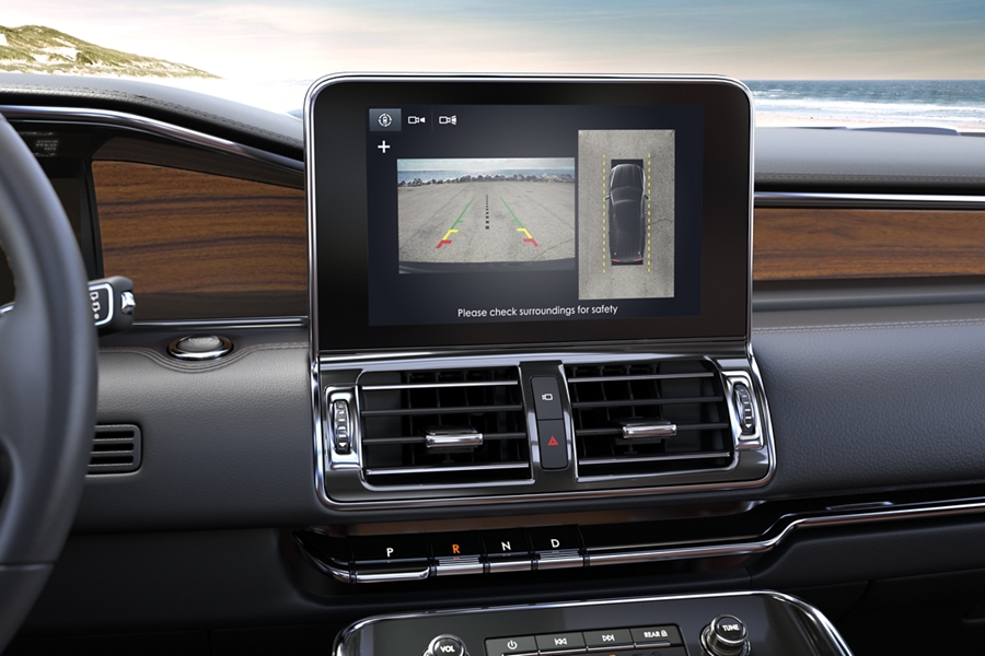 The center screen inside the Lincoln Navigator displays the view of the 360 degree camera system