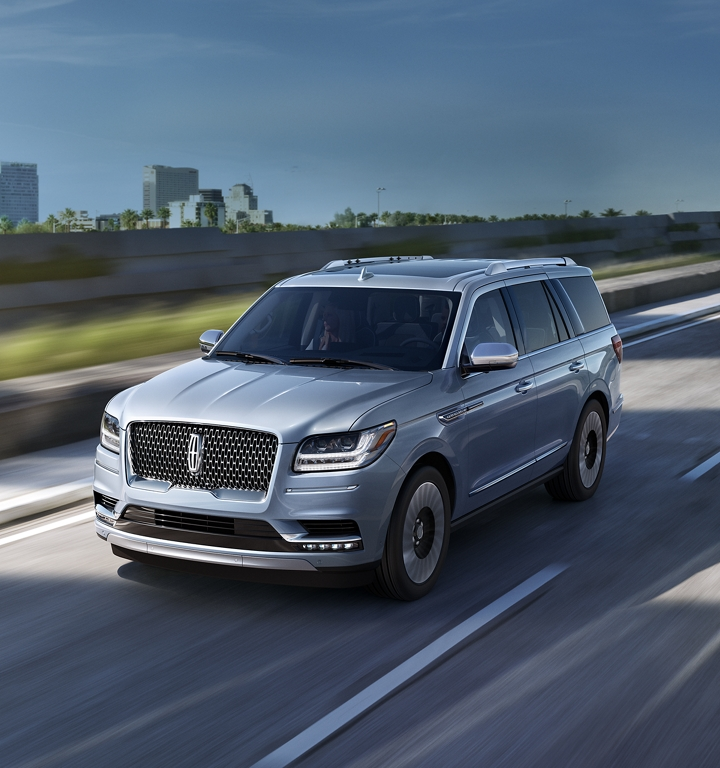 A Lincoln Navigator is shown in the available Lincoln Black Label Chroma Crystal Blue exterior color