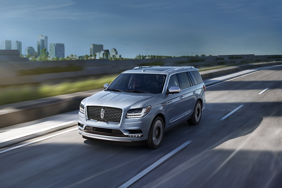 A Lincoln Black Label Navigator is shown in the available Chroma Crystal Blue exterior color