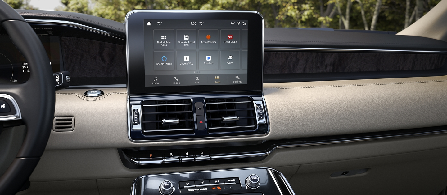 The center screen in the Lincoln Navigator displays the SYNC AppLink interface