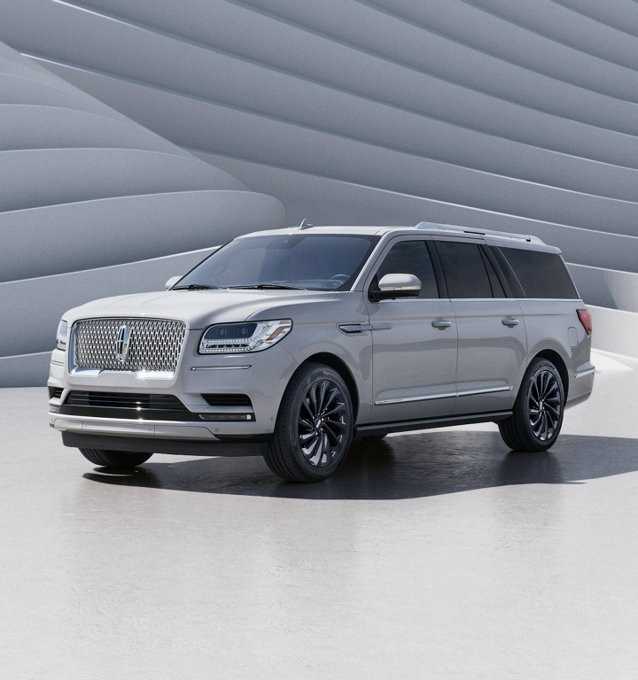 Navigator with Ceramic Pearl Monochromatic Exterior Package.