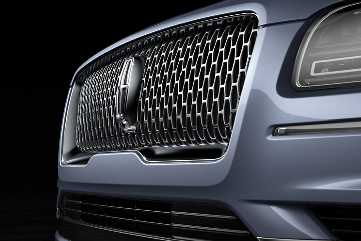 The bold and brilliant front grille of the 2020 Lincoln Black Label Navigator creates a statement and draws the eye with a unique shape and texture