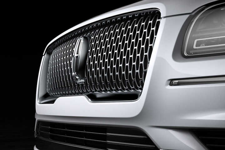 The grille of the 2020 Lincoln Black Label Navigator with Pristine White exterior color creates dramatic contrast and curving light reflections