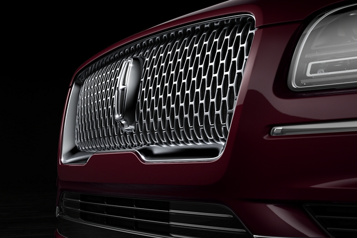 The signature grille of the 2020 Lincoln Black Label Navigator features a Lincoln Star and chrome material that plays with dramatic lighting