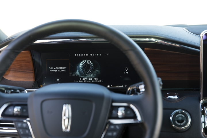 The animation of the available slow climb drive mode is brilliantly displayed in the information cluster behind the steering wheel